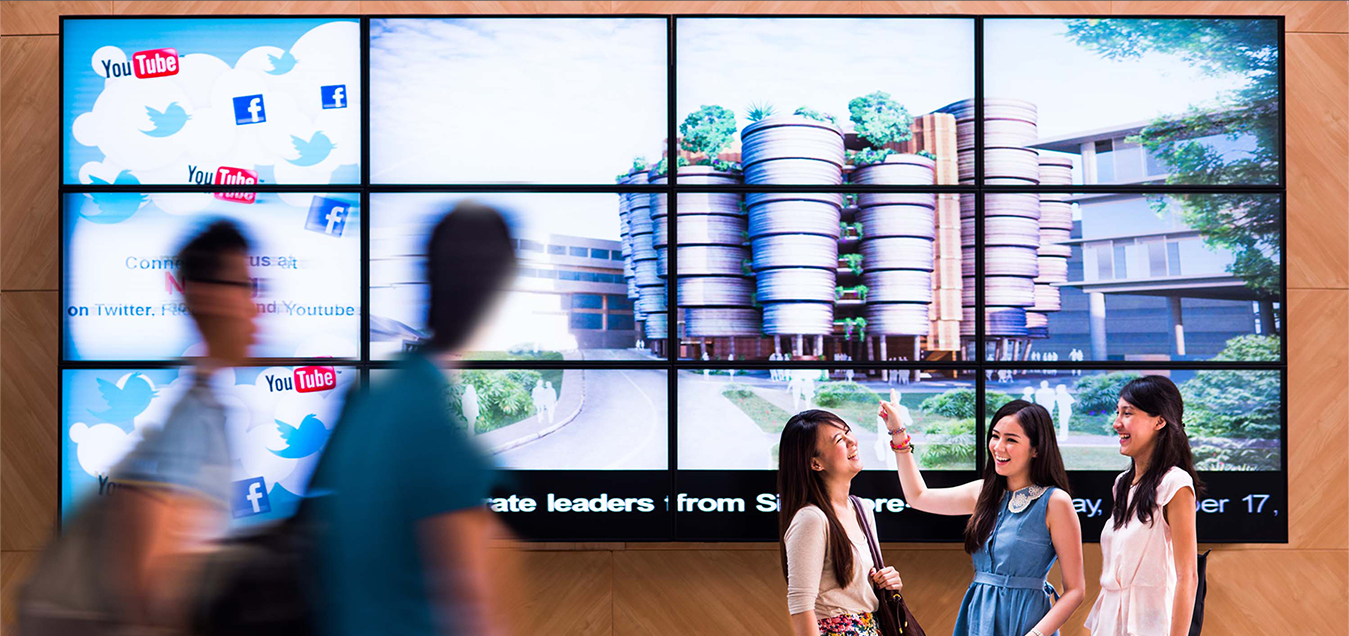 Eflyn Wall-Mounted 3x3 Video Wall showing people